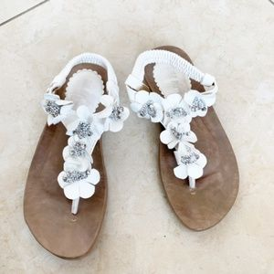 White Sandals with Floral Details and Backstrap